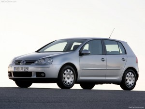 Volkswagen-Golf_BlueMotion_2008_800x600_wallpaper_05